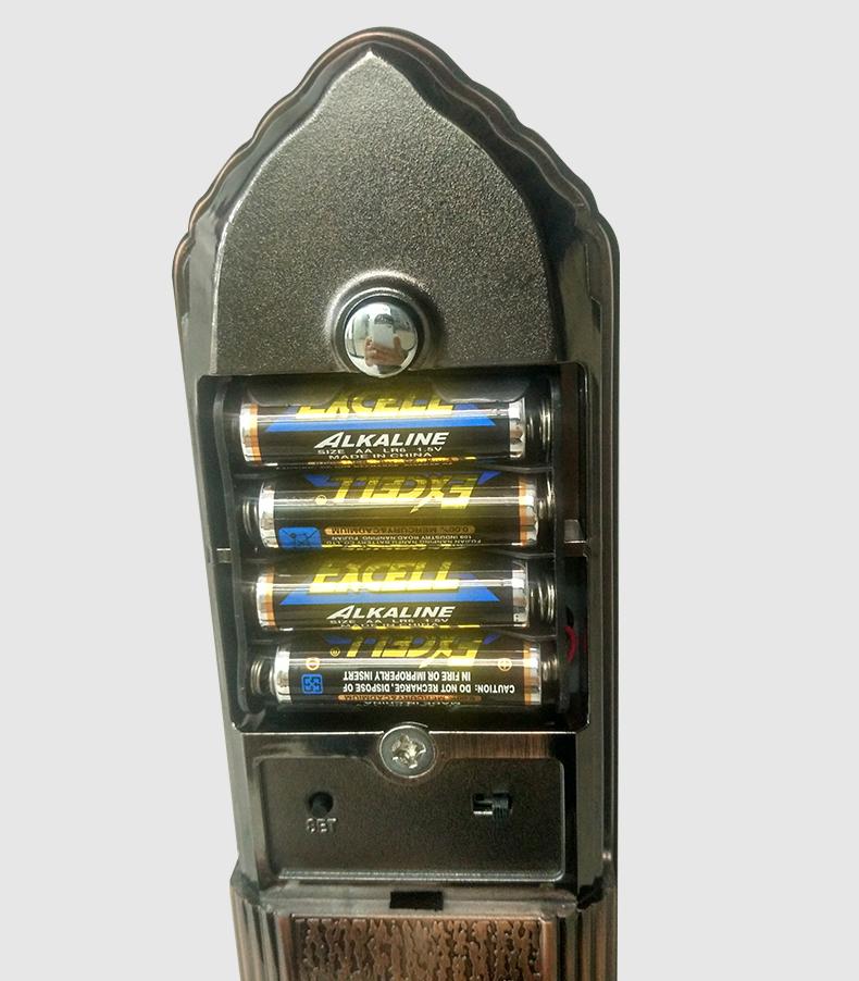 Khóa sử dụng 4 pin AA