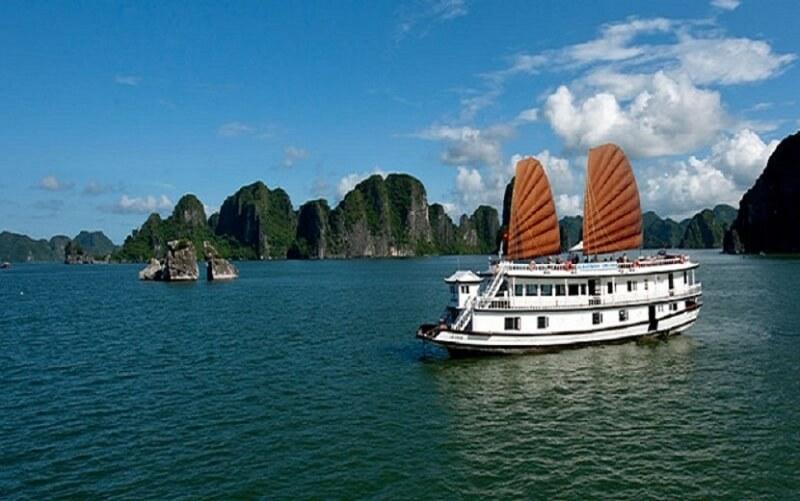 Tàu du lịch Hạ Long